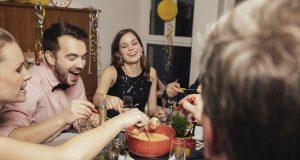 Fondue, Partylaune und auch so mancher Aberglaube: So feiert ganz Europa in der Silvesternacht. Die Glücksbringer und -gebräuche fürs neue Jahr sind dabei von Land zu Land sehr unterschiedlich.