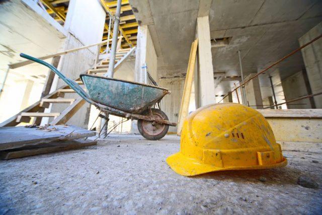 Die Möglichkeiten und Fähigkeiten zur Eigenleistung sollte ein Bauherr realistisch einschätzen und sich die Ersparnis durch die