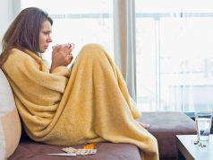 Leichte körperliche Aktivität kann bei einer Erkältung sinnvoll sein - ins Büro sollte man damit aber nicht gehen.
