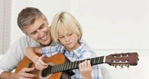 Hörst du auch die leisen Töne? Eltern sollten das Hörvermögen ihrer Kinder aufmerksam beobachten.