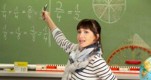 Lehrerinnen und Lehrer müssen im Berufsalltag viel sprechen und sich gegen einen hohen Geräuschpegel behaupten - das kann die Stimme stark belasten.