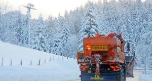 Bei Minusgraden und Niederschlag müssen die Winterdienste schnell reagieren.