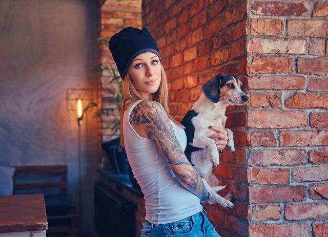 Vor allem junge Leute stehen auf Tattoos: Immerhin zwei Drittel der unter 30-Jährigen finden eine Tätowierung beim Partner oder potenziellen Partner sexy.