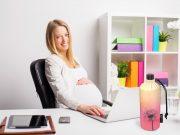 In einer praktischen Mehrweg-Trinkflasche haben Schwangere auch bei der Arbeit und unterwegs ihr Getränk immer mit dabei