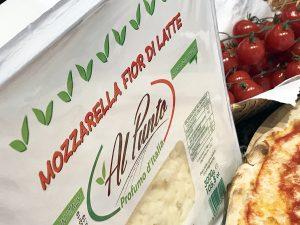 Bei Bassanese kommt nur reiner Mozzarella auf die Pizza.