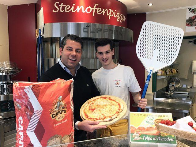 Der Genuss liegt in der Qualität der einzelnen Zutaten. Marco Tonin, Inhaber des Bassanese, und Pizzabäcker Olivio präsentieren stolz ihre echt italienische Pizza.