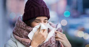 Den Schnupfen schnell wieder loswerden - das schafft man, wenn das Immunsystem direkt einen Kick mithilfe von Zink und Vitamin C bekommt.