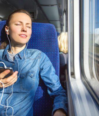 Blockbuster oder Serien an jedem Ort schauen - vielleicht auch beim Picknick: Mobiles, schnelles Internet macht es möglich.