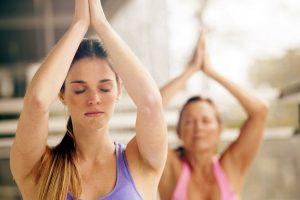 Stress kann dick machen - wer abnehmen will, sollte daher regelmäßig Entspannungstrainings wie Yoga machen.