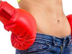 Mit Intervall-Fasten können Frauen überflüssigen Pfunden erfolgreich den Kampf ansagen.