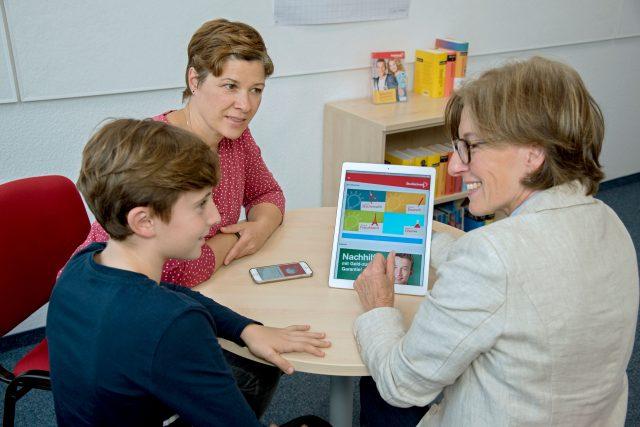 Digitale Helfer sind Jugendlichen beim Lernen sehr willkommen.
