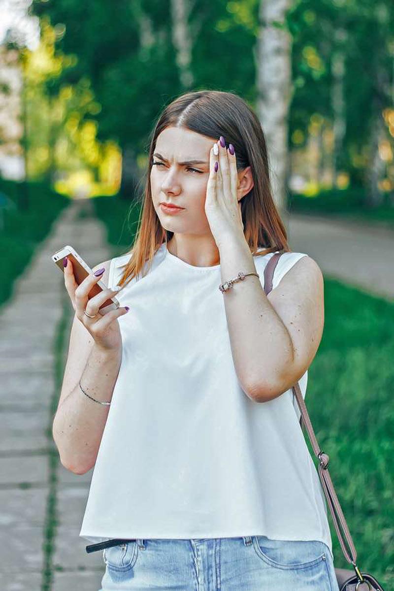 Häufig werden bereits Frauen in jungen Jahren von den einseitigen Kopfschmerzen gequält. Prophylaxe kann helfen.
