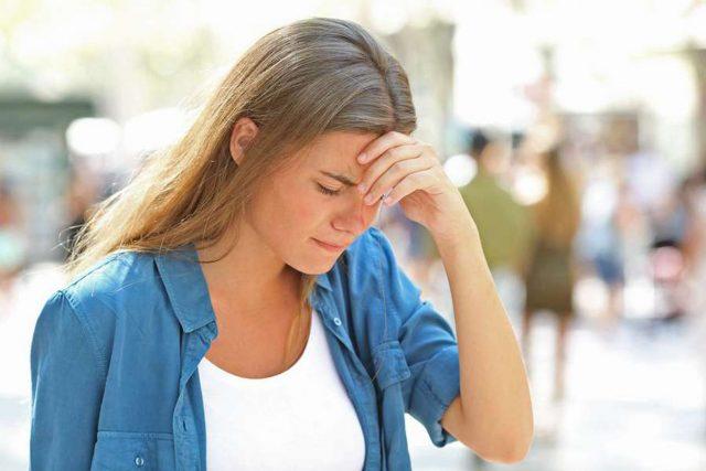 Migräneattacken treten plötzlich auf und können das Leben der Betroffenen massiv beeinträchtigen. Prophylaxe kann helfen. Foto: djd/Petasites Petadolex/Phanthermedia