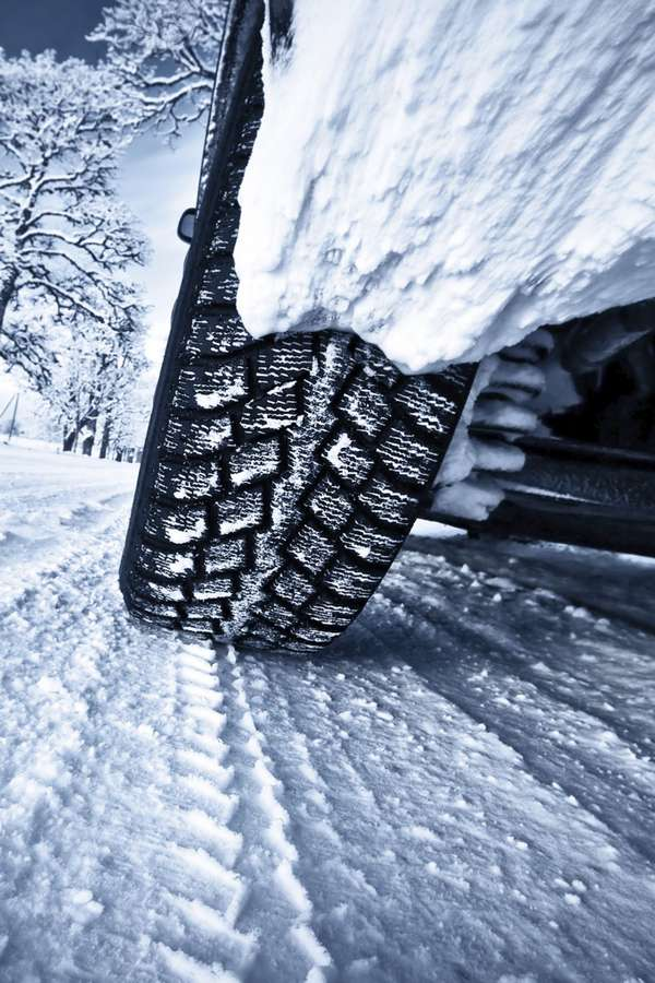 Aufs Profil kommt es an. Experten der Automobilklubs empfehlen, Winterreifen spätestens bei einer Profiltiefe von vier Millimetern zu erneuern. Foto: djd/MotorradreifenDirekt.de