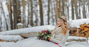 Ja-Wort im Schnee: Winterhochzeit wird mit ihrer besonders besinnlichen und kuscheligen Atmosphäre immer beliebter. Foto: djd/Henkell Freixenet/iStockphoto/wolfhound911