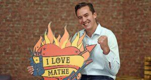 """Mathe-Experte Albert Lex: """"Mathe kann richtig spannend sein und sogar Spaß machen."""" Foto: djd/Studienkreis GmbH"""