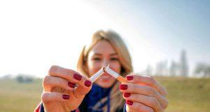 Fit per App: Endlich nicht mehr Rauchen - die Krankenkasse hilft dabei mit Coachings per App. Foto: djd/IKK classic/Getty