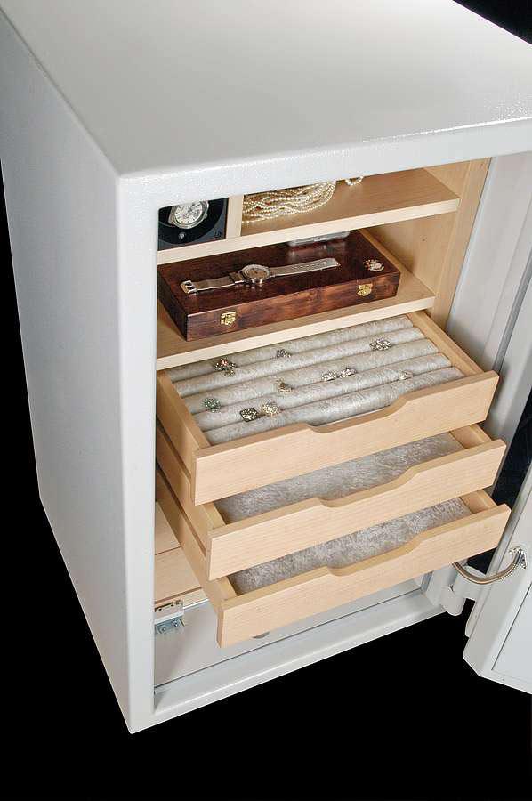 Wertgegenstände sind in einem Tresor sicher vor Einbrechern geschützt. Foto: djd/Hartmann Tresore
