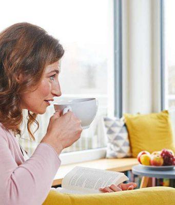 Während des Fastenintervalls sind Kalorien tabu - es darf (und soll) nur Wasser oder ungesüßter Tee getrunken werden. Foto: djd/LaVita/Thilo Brunner