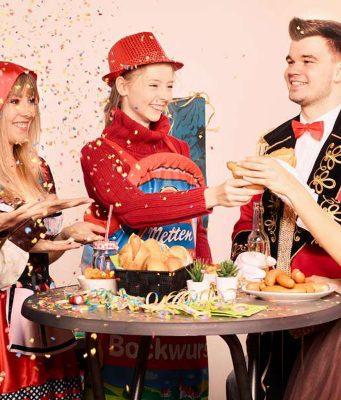 Schnelles Essen auf die Hand: Bockwurst kurz erwärmen, in ein Brötchen legen und vielleicht noch Senf oder Ketchup dazugeben. Foto: djd/Metten Fleischwaren GmbH & Co. KG. Gegen den Kater