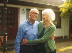 Eine Immobilienrente sichert den Verbleib in der vertrauten Umgebung und sorgt zugleich für regelmäßige monatliche Einnahmen - bis zum Lebensende. Foto: djd/Deutsche Leibrenten