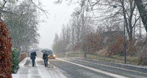 Steigende Temperaturen und das vermehrte Auftreten von Wetterextremen wirken sich auf die Arbeit des Winterdienstes aus. Foto: djd/Verband der Kali- und Salzindustrie/Getty