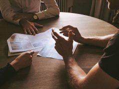 Ohne Worte kommunizieren: Unsere Körpersprache hat großen Anteil daran, welchen Eindruck wir in einem Vorstellungsgespräch hinterlassen. Foto: djd/adeccogroup.de/Unsplash