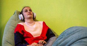 Gezielte Entspannung hilft bei Schulstress. Foto: djd/Studienkreis/Michael Printz