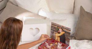 Geschenkideeen zum Valentinstag:Präsent mit persönlicher Note: Eine süße Überraschung in der individuell gestalteten Foto-Schokobox erfreut den Liebsten oder die Liebste zum Valentinstag. Foto: djd/www.cewe.de