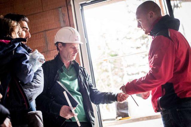 Unabhängige Baustellenkontrollen können Baumängel rechtzeitig feststellen und teure Folgekosten ersparen. Foto: djd/Bauherren-Schutzbund