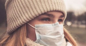 Das Coronavirus löst weltweit Ängste aus. Bescheid wissen sollte man auch über die entsprechenden arbeitsrechtlichen Konsequenzen.