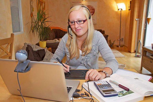 Sicher und flexibel ist die Nachhilfe via Internet. Foto: djd/Studienkreis