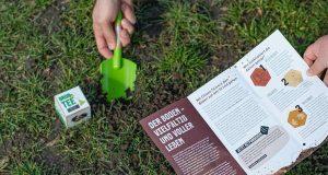 """Teebeutel Forschung: Unter dem Motto """"Expedition Erdreich - mit Teebeuteln den Boden erforschen"""" gehen Bürgerwissenschaftlerinnen und -wissenschaftler dem Boden auf den Grund."""