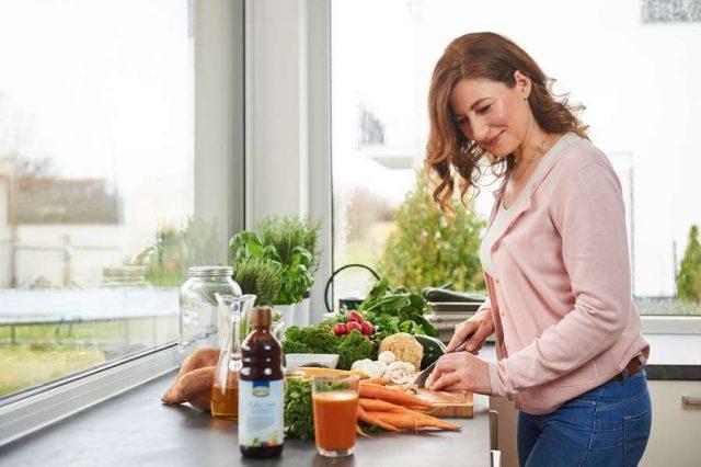 Menopause: Eine ausgewogene Ernährung mit viel Vollkorn, Obst und Gemüse ist die beste Basis für Gesundheit und Wohlbefinden. Foto: djd/LaVita/Thilo Brunner