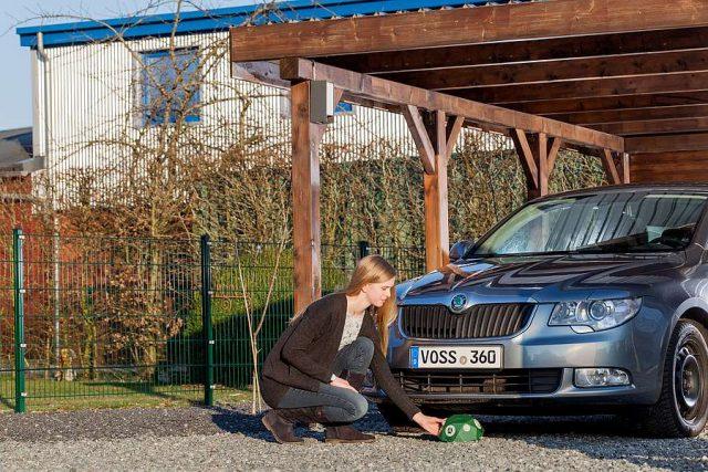 Vorsorge ist ein besonders effektiver Marderschutz: Ultraschallgeräte halten die Marder fern vom Auto.