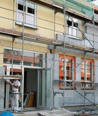 Dämmung: Steuern sparen mit dem Eigenheim. Wer selbst genutzten Wohnraum energetisch modernisiert, erhält 20 Prozent der Kosten über die Einkommensteuer zurück. Foto: djd/VDPM
