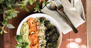 Quinoa-Bowl mit Avocadocreme
