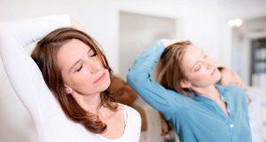 Einschlafen: Entspannung und Ausgeglichenheit erleichtern das Einschlafen. Beides kann man in einem Kurs erlernen.