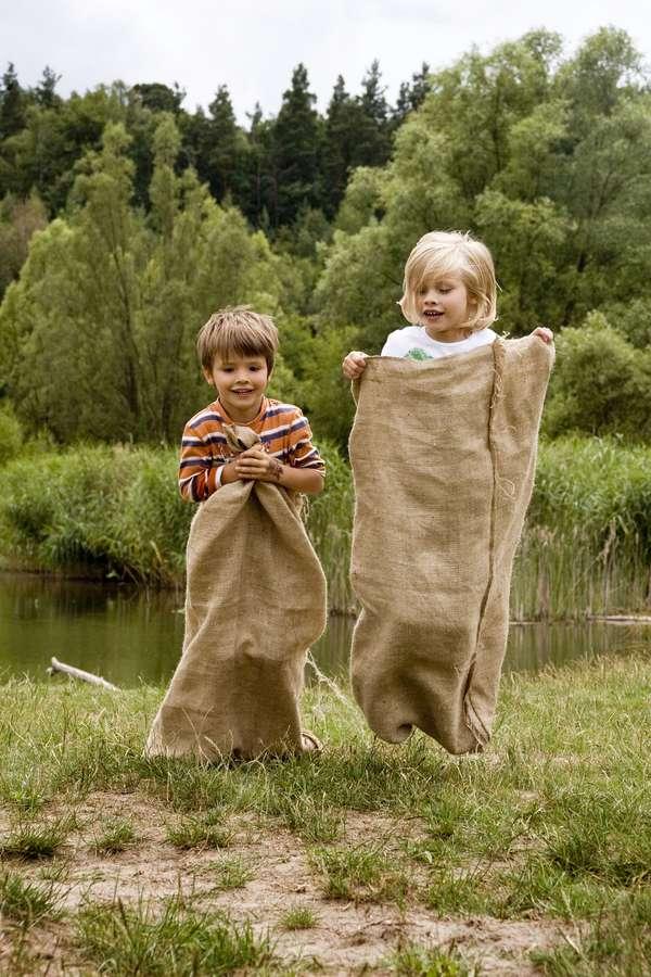 Toben, spielen, rangeln: Kinder sind immerzu in Action. Dabei kann es leicht zu kleineren Verletzungen kommen.