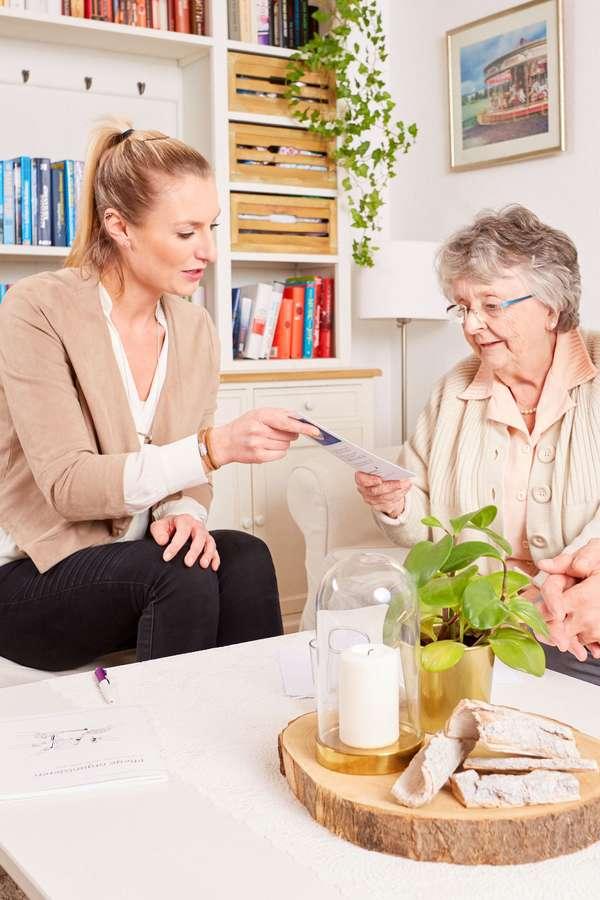 Fundierte Informationen helfen Betroffenen bei der Entscheidung über die künftige Pflegesituation.