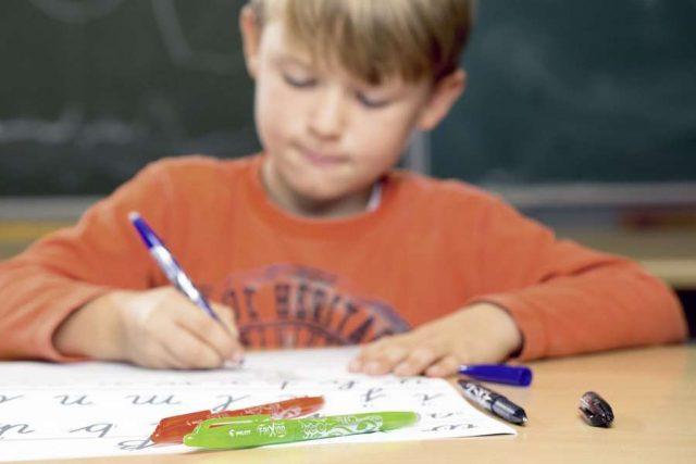 Lernmotivation: Ob in der Schule oder zu Hause: Mit Spaß und Motivation fällt das Lernen viel leichter.