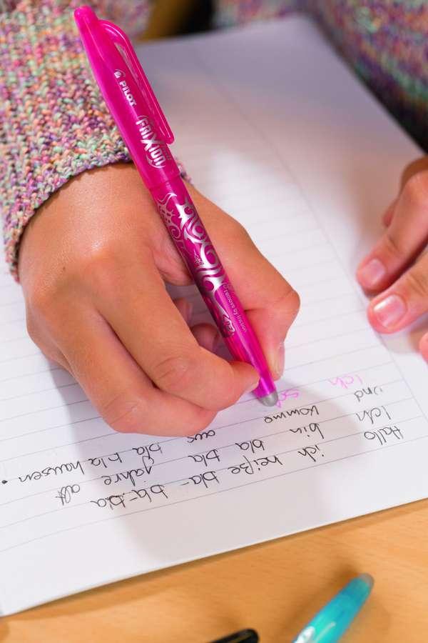 Lernmotivation: Spezielle Tintenroller helfen, das Schriftbild zu verbessern.