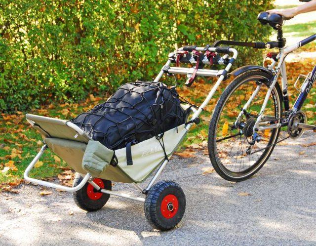 Mit einer nachrüstbaren Fahrraddeichsel lassen sich Transporthilfen auch als Fahrradanhänger nutzen.