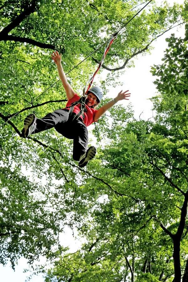 Abenteuer in luftiger Höhe verspricht der Waldklettergarten Banz.