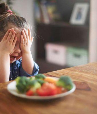 Gemüsemuffel: Gemüse? Auf keinen Fall! Manchen Kindern muss man Vitamine erst einmal schmackhaft machen.