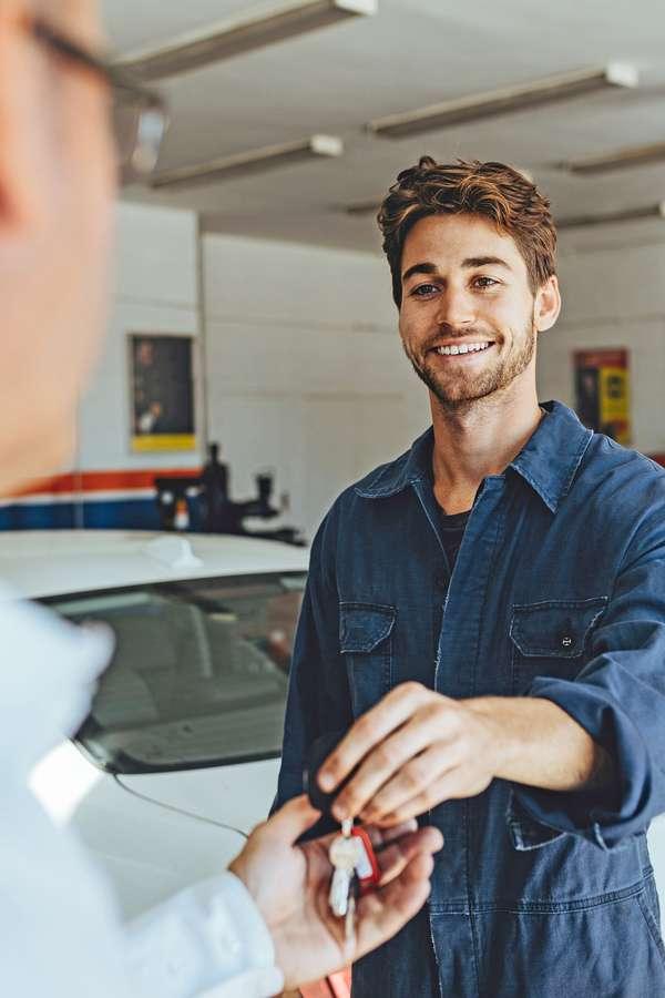 Kurzer Boxenstopp: Die Nachrüstung einer Standheizung ist in fast jedem Auto möglich und dauert nur einen Tag.