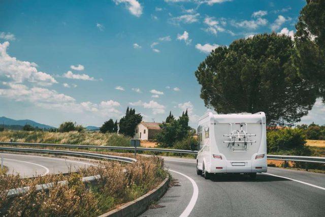 Caravan: Urlaub mit dem Wohnmobil ist in Zeiten von Corona gefragter denn je. Vor der Reise sollte das Fahrzeug gründlich gereinigt und unter die Lupe genommen werden.