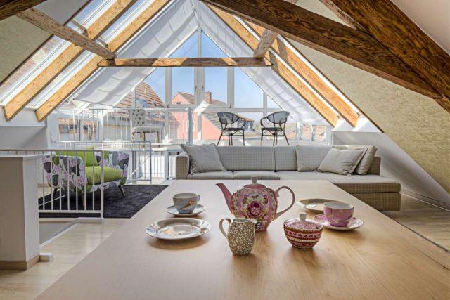 Dachgeschoss: Ungenutzte Dachgeschosse lassen sich häufig in wertvollen und attraktiven Wohnraum verwandeln. Gefragt ist dafür eine durchdachte Planung durch erfahrene Fachhandwerker.