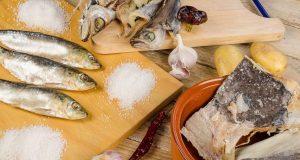 Als Zusatz zur Konservierung von Nahrungsmitteln ist Salz auch heute unverzichtbar.