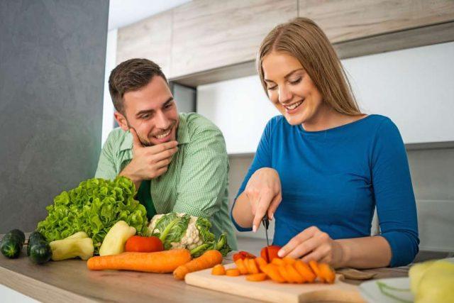 Basisch:Frisch auf den Tisch: Saisonales Gemüse bildet die Grundlage einer basischen, abwehrstärkenden Ernährung.